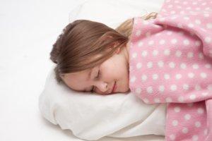 睡眠不足が抜け毛や薄毛の原因になる理由