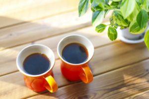 コーヒーは薄毛の原因になる?カフェインが髪に与える影響を美容師が教える
