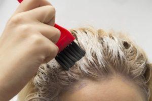 ヘアカラーの繰り返しでハゲるって本当?頭皮に良くない成分について美容師が解説します。