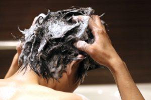シャンプーで頭皮のバリア機能が壊れる?頭皮の皮脂膜と角質層の働き